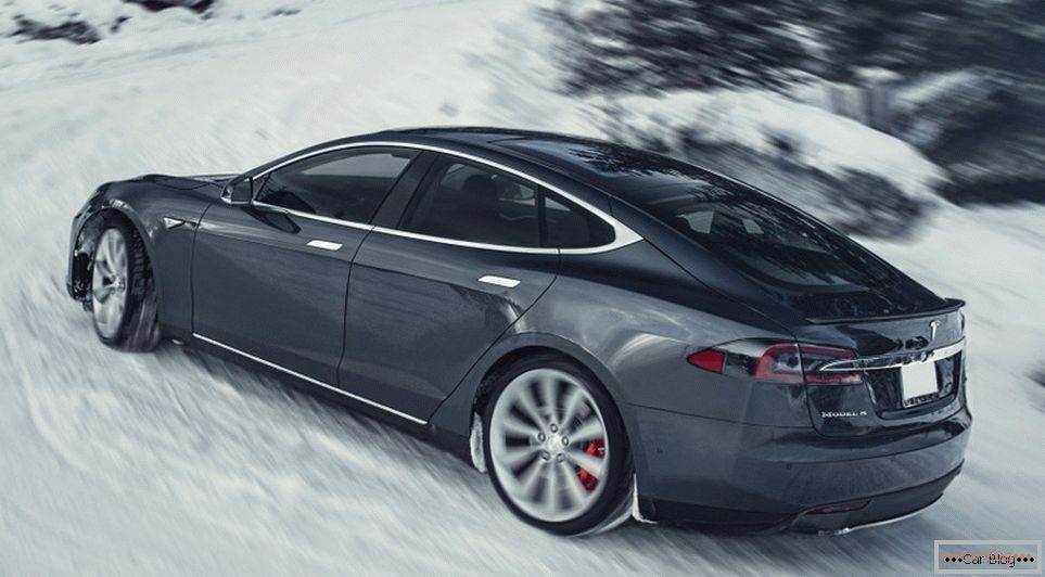 Ninety thousand Tesla Model S respond manufacturer