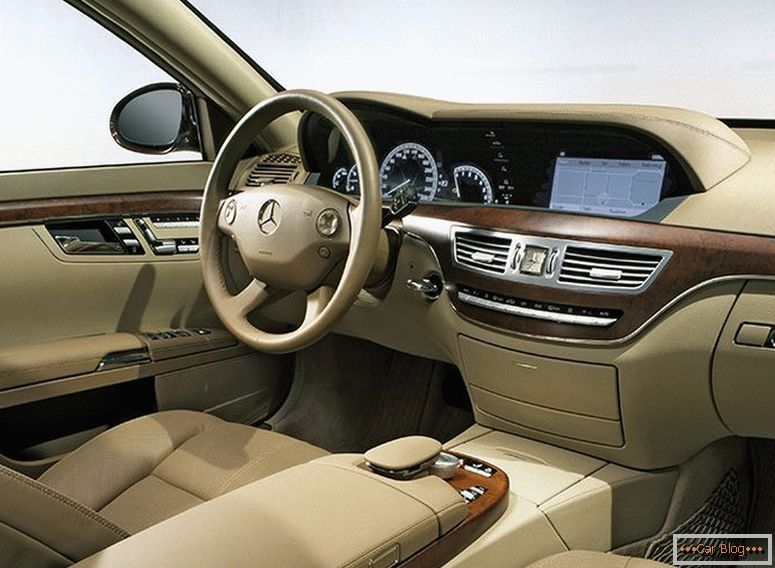Mercedes s-class in the back of the w221 and the cost of its