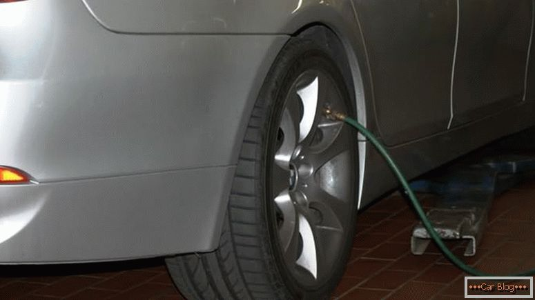 Inflate tires should be following the recommendations of the car manufacturer, but do not exceed the maximum allowable pressure indicated on the tires