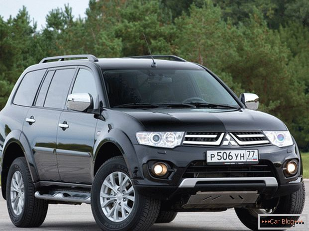 Car Mitsubishi Pajero with each update became more serious and more aggressive